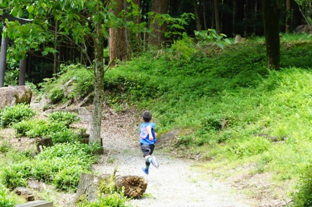 DSC03872 running the paths at KYM