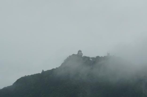 DSC04533 Gifu-jo in clouds